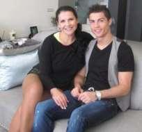 Cristiano Ronaldo y su hermana Katia Aveiro. Foto: Twitter.