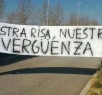 Así recibieron a los jugadores en el entrenamiento del Real Madrid. Foto: Diario AS.