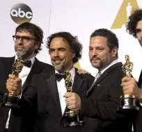 """Sean Penn fue el encargado de entregar el galardón a Iñárritu con un exabrupto: ¿""""Quién le dio a este cabrón la tarjeta de residencia (green card)?""""."""