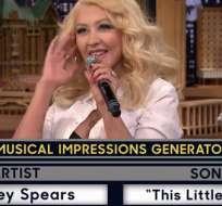 Christina cantó el tema infantil This Little Piggy imitando la voz de Britney, mientras de fondo sonaba Baby One More Time.