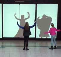 EE.UU.- Los visitantes de un centro comercial descubrirán que la magia de Mickey Mouse y sus amigos es real. Fotos capturadas del video