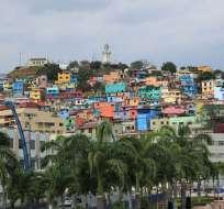 GUAYAQUIL, Ecuador.- A través de Trekker, de Google Street View, el equipo de trabajo captura imágenes panorámicas a pie.