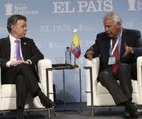"""ESPAÑA.- """"El cese del fuego definitivo tiene que negociarse bajo unas reglas muy claras"""", señaló Santos.  Fotos: EFE"""
