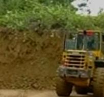 Las fuertes lluvias registradas el domingo en el cantón Muisne ocasionaron el derrumbe.