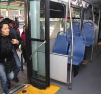 QUITO, Ecuador.- Según encuestas, el acoso en transporte público afecta a un 25% de las ciudadanas de 25 a 40 años. Fotos: API