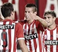 Los jugadores de Estudiantes de La Plata, celebran el gol del triunfo (Foto: EFE)