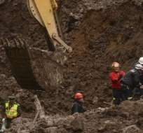 ECUADOR.- Desde esta madrugada, se retomaron los trabajos para rehabilitar la vía Alóag - Santo Domingo por el deslave de la semana pasada. Fotos: API
