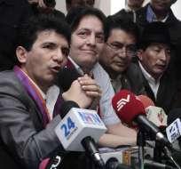 QUITO, Ecuador.- El exasambleísta y su exasesor Fernando Villavicencio dieron una rueda de prensa en la sede de Pachakutik. Fotos: API