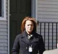 Investigadores de la policía fuera de la casa en Detroit donde los dos niños muertos fueron hallados.