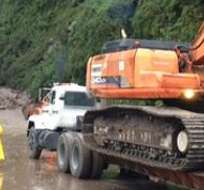 El presidente Rafael Correa dispuso que la vía permanezca cerrada hasta comprobar la seguridad de la misma.