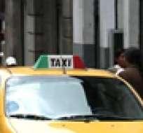 QUITO.- Los 14.100 taxis que circulan en el distrito están obligados a usar el taxímetro las 24 horas. Foto: Archivo Ecuavisa.com