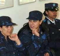 QUITO.- Las agentes demuestran que ese oficio no solo es para hombres.  Fotos: Web.