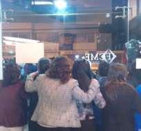 Representantes del BIESS mantienen una reunión con los trabajadores.