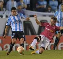 El uruguayo Washington Camacho (16) y el artillero Gustavo Bou marcaron los goles para la Academia. Foto: EFE