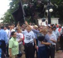 GUAYAQUIL.- Los manifestantes a favor y en contra de las políticas del Gobierno Nacional llegaron a sus puntos de concentración en Guayaquil. Foto: Web.