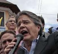 QUITO, Ecuador.- La movilización del grupo político avanzó hasta la sede de la Asamblea Nacional, en Quito. Fotos: API