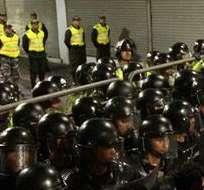 QUITO, Ecuador. En esas calles la seguridad se reforzó y fue donde se produjeron forcejeos, aunque la policía no debió exigirse para controlarlos. Fotos: EFE