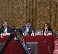 QUITO, Ecuador.- El presidente de la República, Rafael Correa, ministros y otros funcionarios del régimen se reunieron en el salón del Gabinete del Palacio de Carondelet. Foto: Presidencia