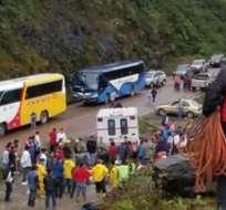 QUIJOS, Napo.- La Secretaría de Gestión de Riesgos ordenó el cierre de la vía hasta este jueves 22. Foto: Tomado de Twitter Cuerpo de Bomberos de Quito.