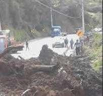 Ecuador.- Las lluvias de 16 horas consecutivas en el nororiente del país provocaron deslizamientos.  Foto: Twitter / Ecu911
