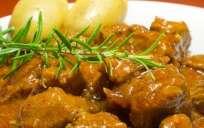 El estofado de carne entra dentro de la lista de recetas económicas y fáciles de preparar. Foto: Tomado de Recreo Viral.com