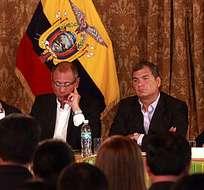 QUITO, Ecuador.- El mandatario se reunió con asambleístas del oficialismo y varios funcionarios de Estado. Foto: Presidencia de la República