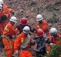 CHINA.- El deslave sepultó 15 dormitorios, ocupados por empleados de una compañía minera. Foto: AFP