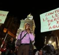 QUITO.- Finalizado el recorrido, los manifestantes decidieron realizar un plantón en la calle Guayaquil, en el centro de Quito. Foto: API.