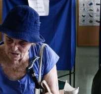 GRECIA.- Los griegos votan hoy y la contienda se define entre un izquierdista y un conservador. Foto: AFP