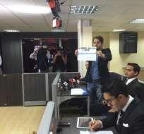 Los representantes de los medios abandonaron la audiencia de sustanciación en la Supercom. Foto: Twitter / Paúl Romero