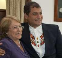 La presidenta Michelle Bachelet se reunirá con el mandatario Rafael Correa en Quito. Foto Archivo