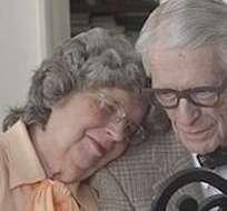 Graba video basado en la película 'Up' para celebrar el 60 aniversario de sus abuelos.