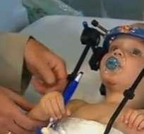 Tras un accidente de auto, su columna se rompió y ningún hueso unía la cabeza a su cuerpo.