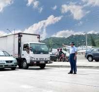 Las sanciones por obstruir intersecciones en el centro de Guayaquil serán de USD 354. Foto: ATM
