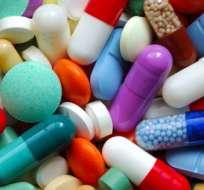 Un medicamento utilizado para tratar el alcoholismo, asociado a otras substancias, podría contribuir a eliminar el virus del sida en las personas seropositivas que reciben tratamiento, según un estudio.