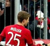 MÚNICH, Alemania.- Müller celebra su gol con Robben. Foto: EFE.