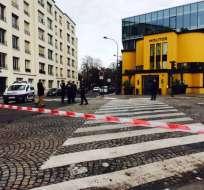 El hotel fue delimitado por un cordón de seguridad mientras los expertos revisaban el lugar.