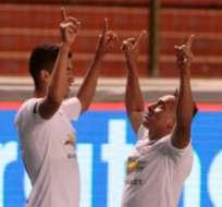 QUITO, Ecuador.-José Francisco Cevallos anotó el gol que le deja a LDUQ en primera posición para obtener el título. Foto API