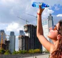 BUENOS AIRES, Argentina.-Una ola de calor afecta a la capital argentina y ha provocado cortes de luz en miles de hogares. Foto bureaudesalud