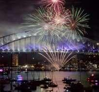 Fuegos pirotécnicos en la conocida bahía de Sidney marcaron los festejos por el nuevo año. Foto: AFP