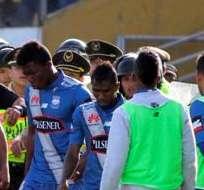 QUITO, Ecuador.- Bolaños se retira expulsado del encuentro. Foto: API.