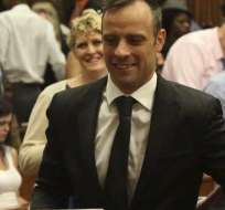 Oscar Pistorius obtuvo la libertad bajo fianza y deberá esperar hasta el próximo año su veredicto