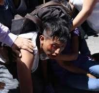 ECUADOR.- Los incidentes se registraron en los exteriores de la caja del Seguro Social en Quito. Foto: API