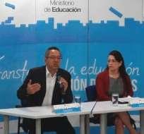 QUITO, Ecuador.- Las autoridades de Educación y Finanzas dieron una rueda de prensa conjunta sobre el pago de salarios a docentes. Foto: Ministerio de Educación
