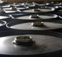 INTERNACIONAL.- En las primeras horas de este jueves, el precio del barril de crudo alcanzó los USD 32. Foto: Archivo