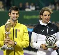 DOHA.- Es el 60º título de la carrera del tenista serbio (i) que le da ventaja absoluta sobre Nadal. Fotos: AFP