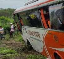 Unos siete pasajeros resultaron heridos y fueron trasladados al hospital de Daule. Foto: Cortesía.