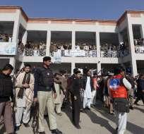 Tres explosiones de granadas causaron la muerte de estudiantes, maestros y guardias. Foto: EFE
