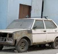 Un Lada ruso del año 1982 abandonado en una calle de Caracas, típico del paisaje de la capital venezolana.