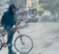 QUITO, Ecuador.-Las lluvias golpearon con fuerza a la capital ecuatoriana. Foto Agencia Andes